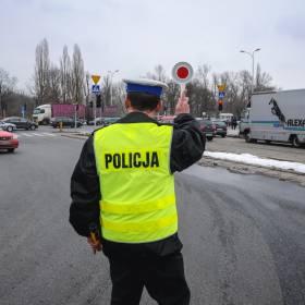 Na drodze robi to większość kierowców! Nie wiedzą, że grozi im 200 zł mandatu i punkty karne