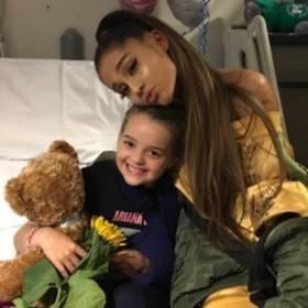 Ariana Grande spotkała się z fanami rannymi w zamachu w Manchesterze