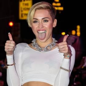 Miley Cyrus w kabaretkach rozgrzała fanów. Gorąca stylizacja robi wrażenie!