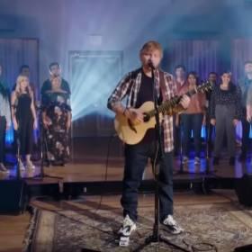 Ed Sheeran w nowej wersji przeboju Elvisa Presleya! [WIDEO]