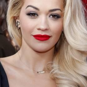 """Rita Ora w zbyt małym bikini? """"Ciesz się swoim życiem. Bądź dumny z siebie"""""""
