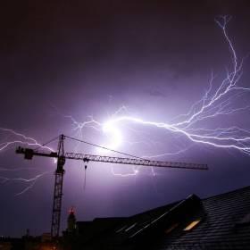 Przed nami bardzo niebezpieczna noc. Wiatr siegający 130 km/h, możliwe trąby powietrzne