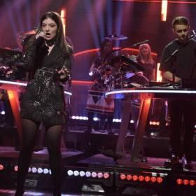 """Disclosure i Lorde na żywo! Wokalistka zaśpiewała """"Magnets"""" z playbacku?"""