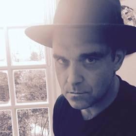 """Robbie Williams walczy z poważną chorobą: """"Zdajesz sobie sprawę, że nie jesteś niepokonany"""""""