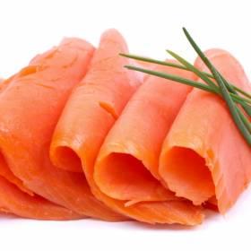 Groźna bakteria w łososiu. GIS ostrzega - tego produktu nie jedz!