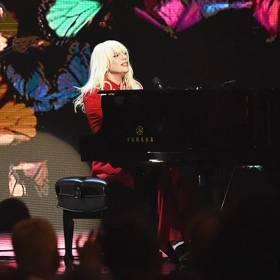 """Najlepsze wykonania na żywo """"Til It Happens To You"""" Lady Gagi"""