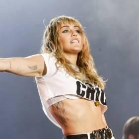 Miley Cyrus pokazała wszystko! Nie ma sobie praktycznie nic [18+]