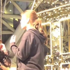 Roksana Węgiel zaprosiła na scenę jedną z fanek! Spełniła jej marzenie [WIDEO]