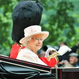 Królowa Elżbieta II szuka pracownika! Specjalista ds. social media potrzebny od zaraz!